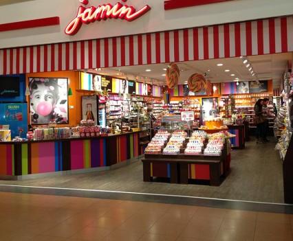 Transformatie frisse, eigentijdse snoepwinkel Jamin