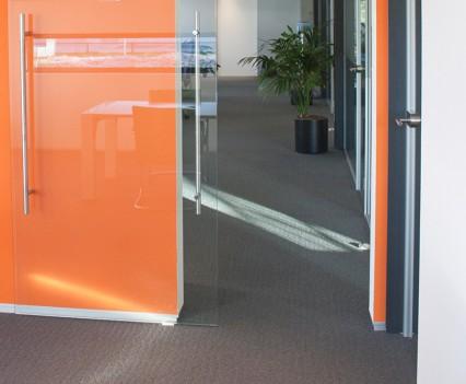 Oranje kleuraccent, passend bij de huisstijl van de Administratiebrigade