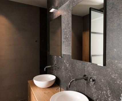 Badkamer in natuurlijke tinten